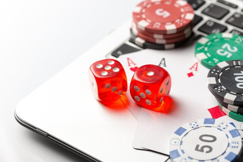 What Kind of Poker Knowledge You Should Have For Online Poker